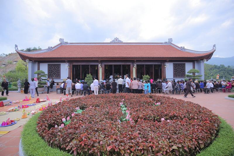 Lạc Hồng Viên tháng 7 năm 2016