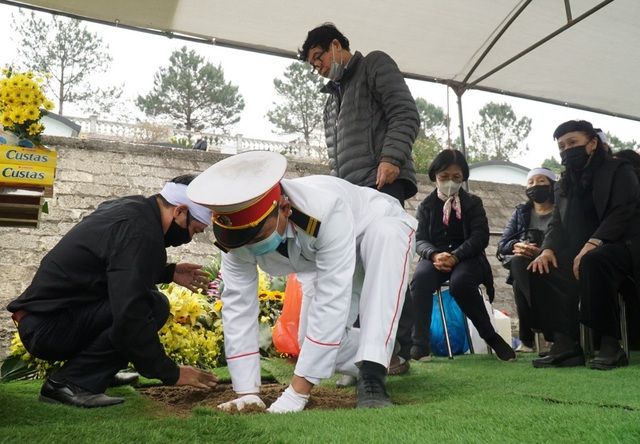 Nhiều nghệ sỹ dự lễ an táng NSND Trung Kiên tại Hòa Bình - 8