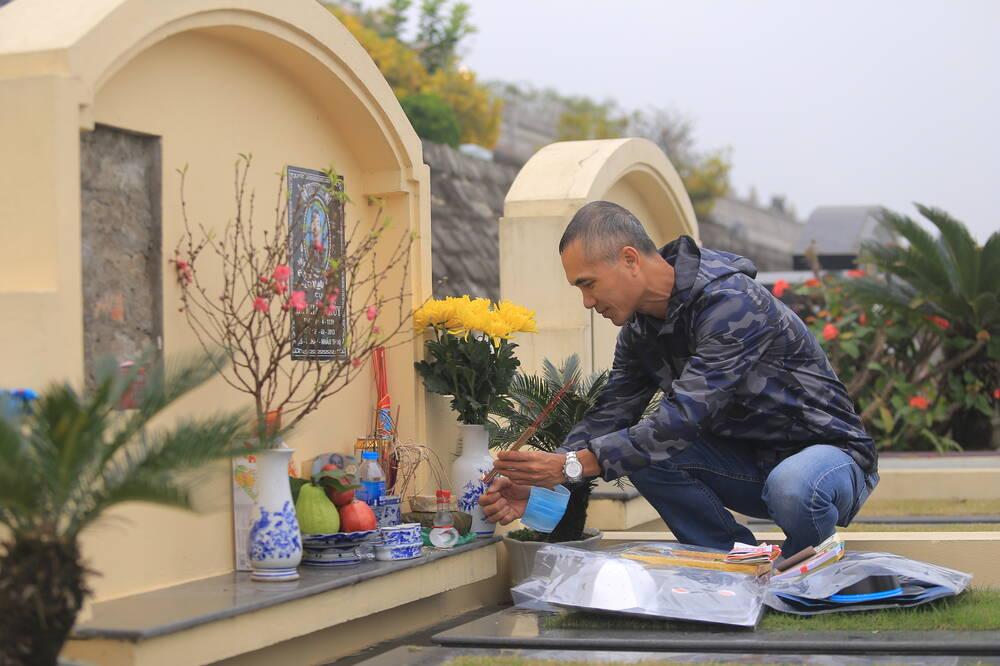 Sợ 'tắc đường' vì dịch COVID-19, người Hà Nội mang đào quất lên Hòa Bình tảo mộ, mời gia tiên về ăn Tết Ảnh 11