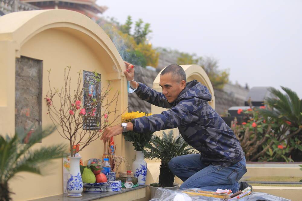 Sợ 'tắc đường' vì dịch COVID-19, người Hà Nội mang đào quất lên Hòa Bình tảo mộ, mời gia tiên về ăn Tết Ảnh 12