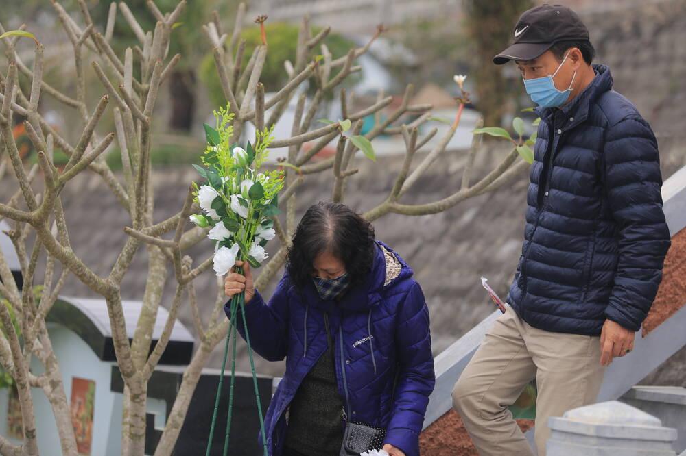Sợ 'tắc đường' vì dịch COVID-19, người Hà Nội mang đào quất lên Hòa Bình tảo mộ, mời gia tiên về ăn Tết Ảnh 4