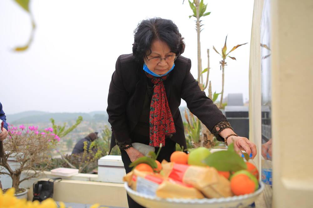 Sợ 'tắc đường' vì dịch COVID-19, người Hà Nội mang đào quất lên Hòa Bình tảo mộ, mời gia tiên về ăn Tết Ảnh 7