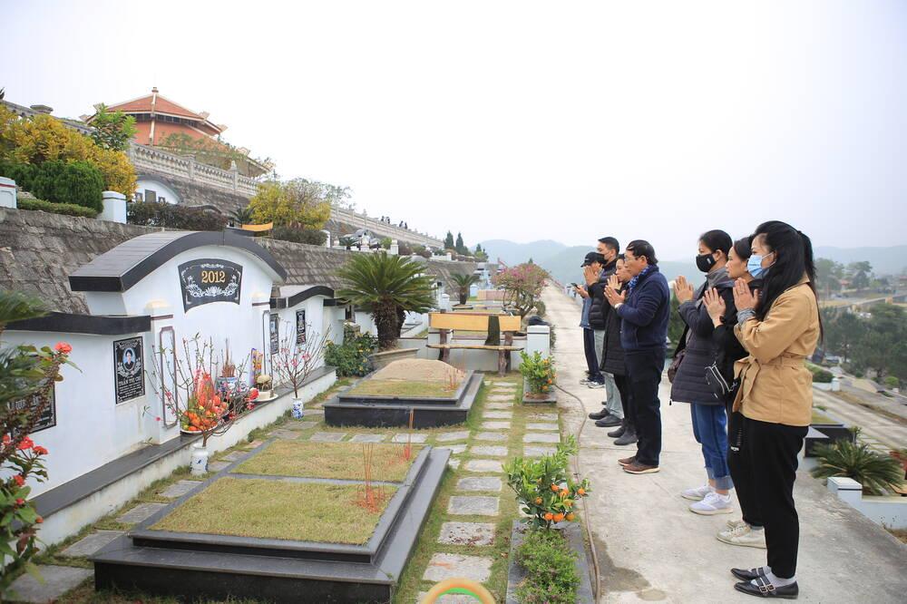 Sợ 'tắc đường' vì dịch COVID-19, người Hà Nội mang đào quất lên Hòa Bình tảo mộ, mời gia tiên về ăn Tết Ảnh 10